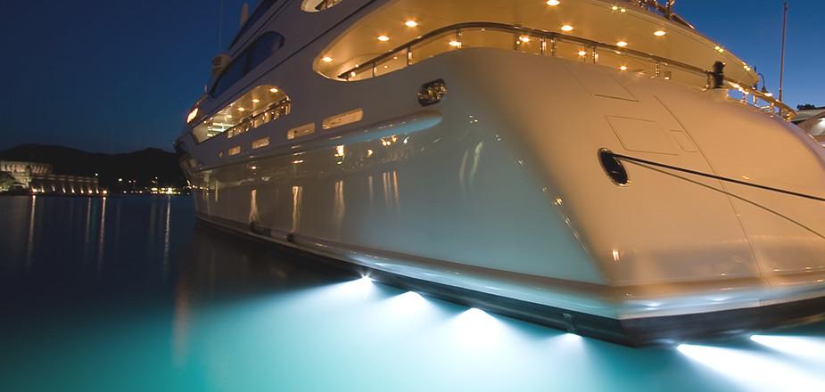 content-superyacht-night